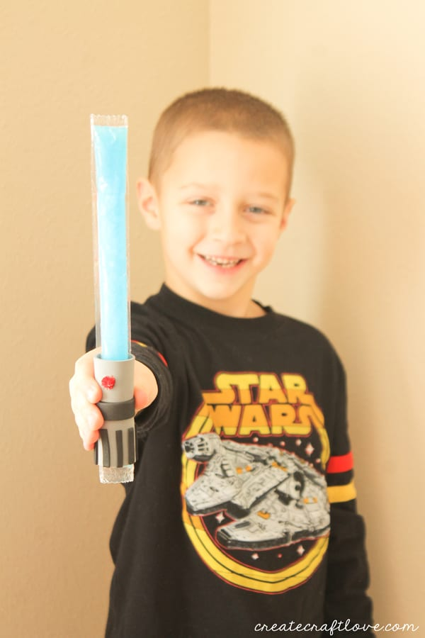 Awaken the force in your house with these Lightsaber Popsicle Holders! via createcraftlove.com