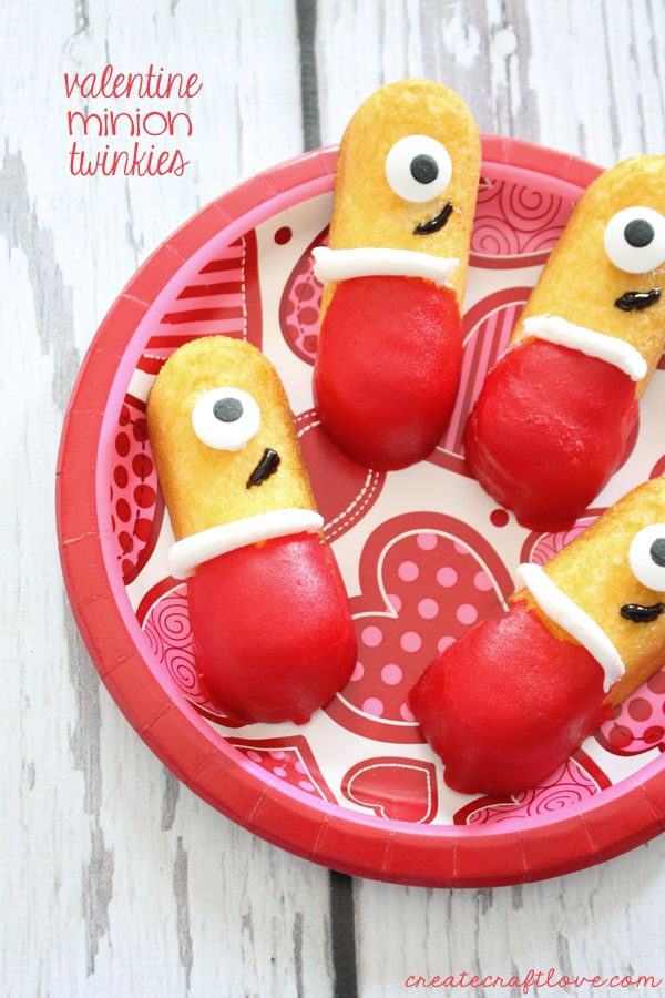 "Everyone will go ""ba-na-nas"" for these Valentine Minion Twinkies! via createcraftlove.com"