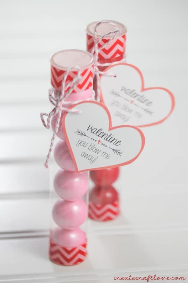 This Valentine Bubblegum Printable makes great creative valentines! via createcraftlove.com