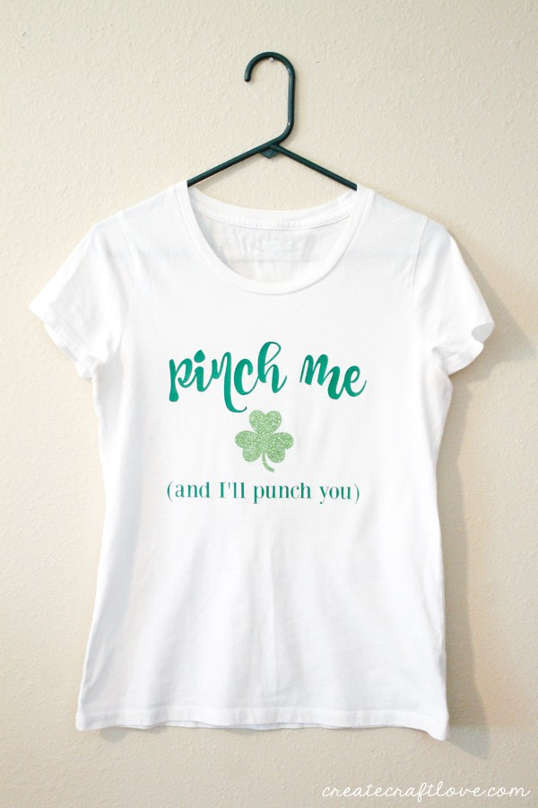 This Iron On St Patricks Day Shirt will protect you from pinching fingers! via createcraftlove.com