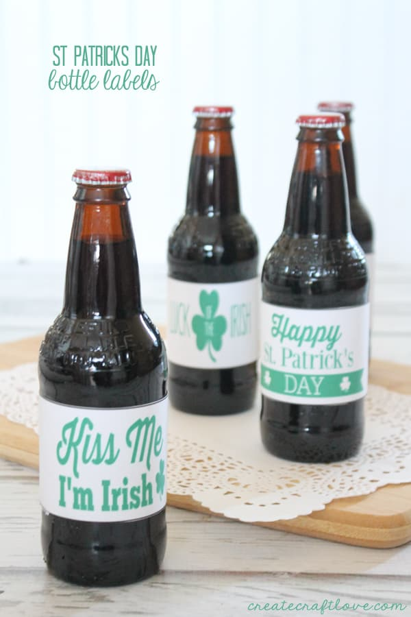 These St Patricks Day Bottle Labels help you bring a little bit of that old Chicago celebration home! via createcraftlove.com