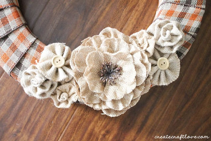 burlap and plaid fall wreath upclose (1 of 1)