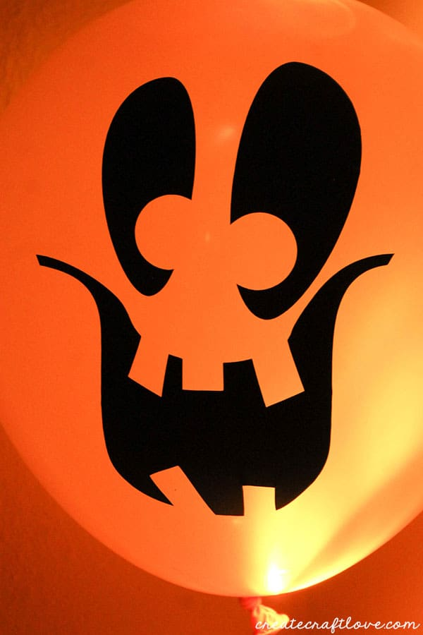 You will not believe how easy and fun these Glow in the Dark Pumpkin Balloons!