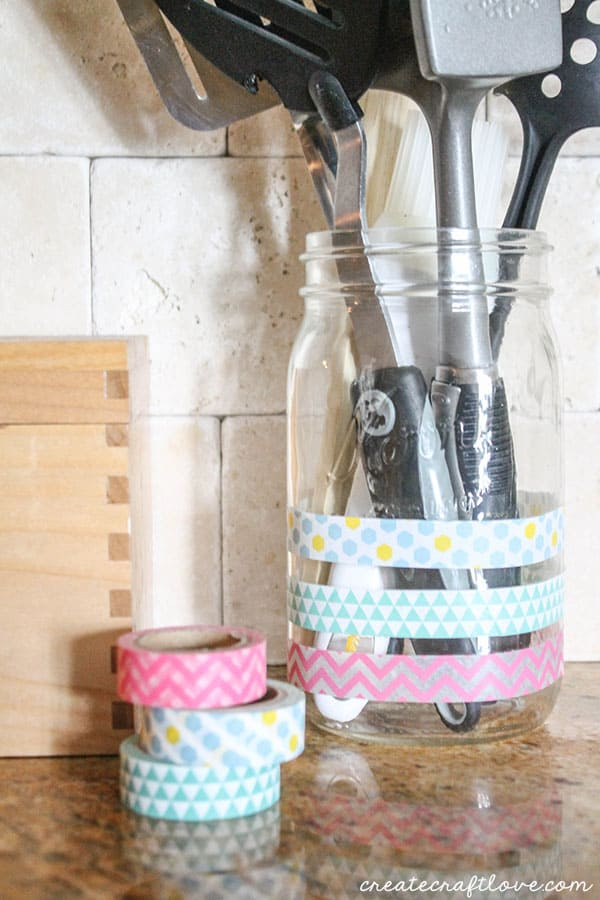 ihn-cookbook-utensil-holder-1-of-1