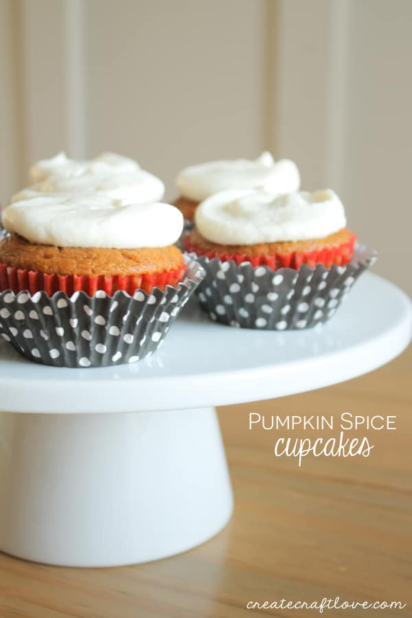 pumpkin-spice-cupcakes-beauty