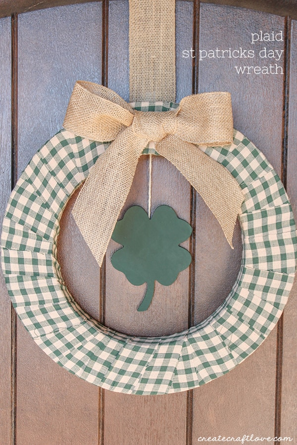 Celebrate Ireland's favorite holiday with this Plaid St Patricks Day Wreath! via createcraftlove.com