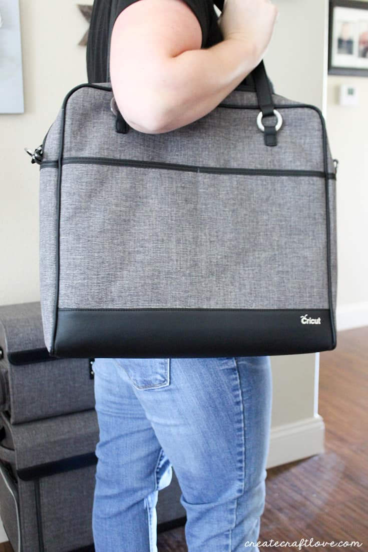 Cricut Tote Bags also includes a shoulder bag!