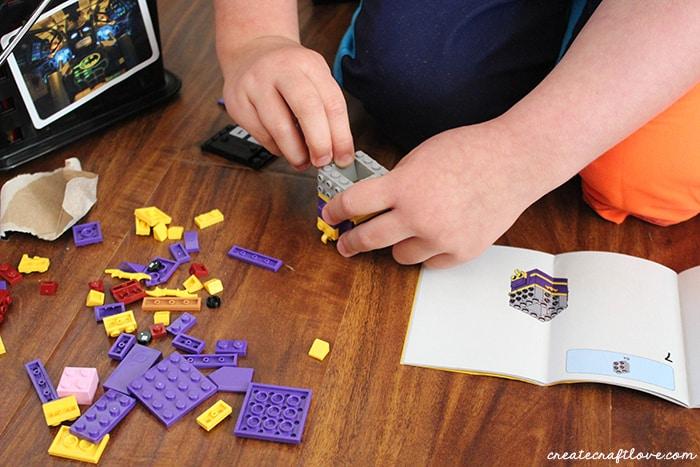 Building LEGO Brickheadz Batgirl