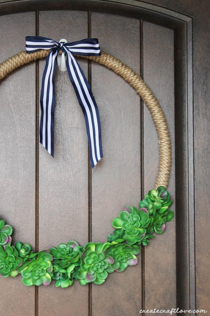 How gorgeous is this hoop wreath?