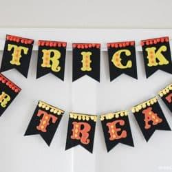 Felt Halloween Banner for a fun retro carnival feel!