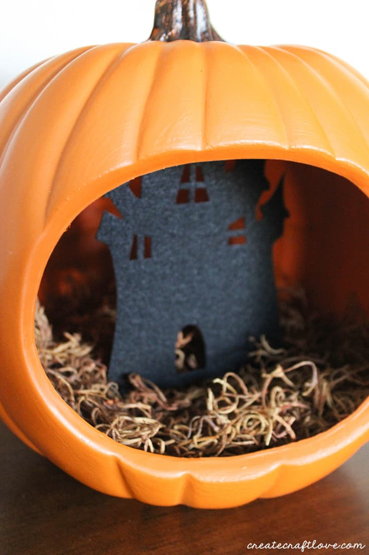 Felt haunted house in pumpkin diorama!