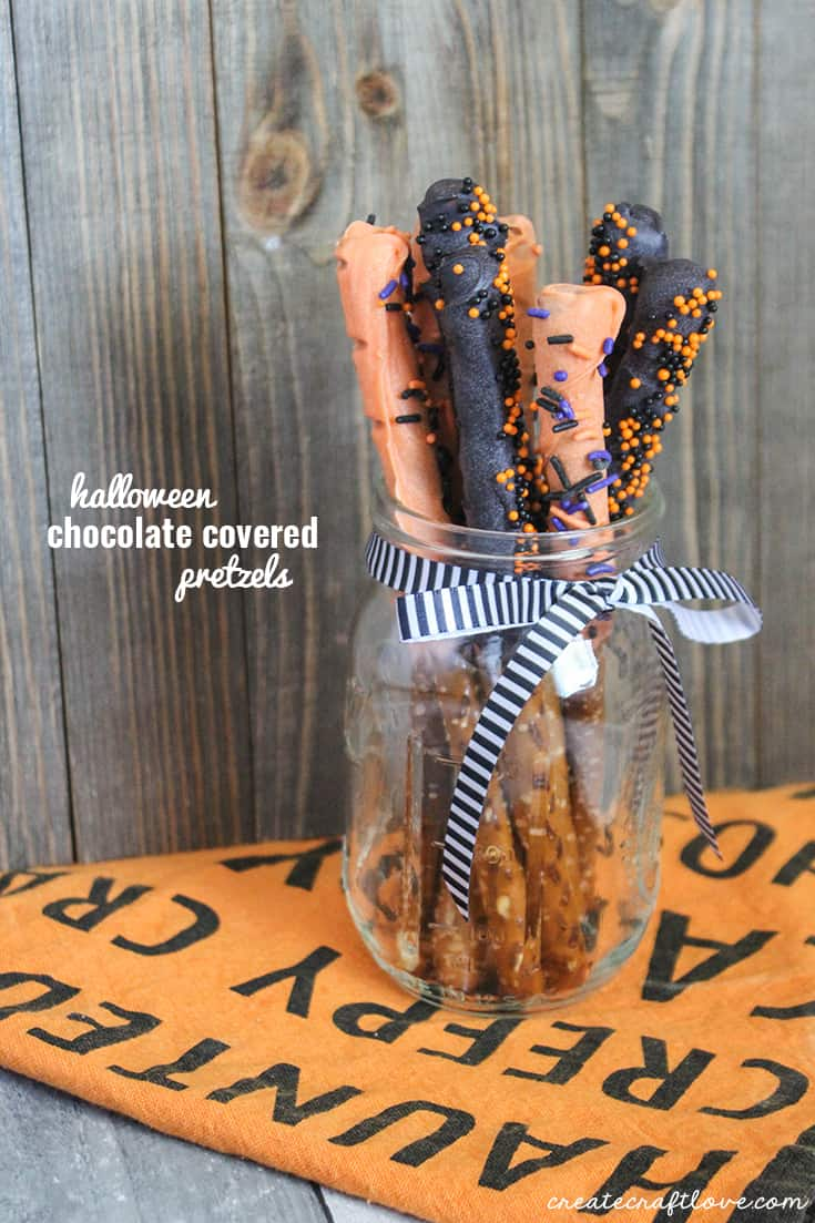 These Halloween Chocolate Covered Pretzels are perfect for your next party!