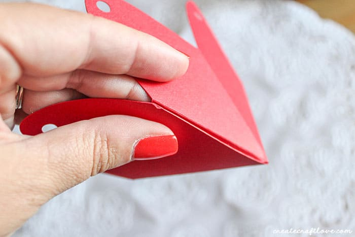 folding strawberry boxes after using single cricut scoring wheel