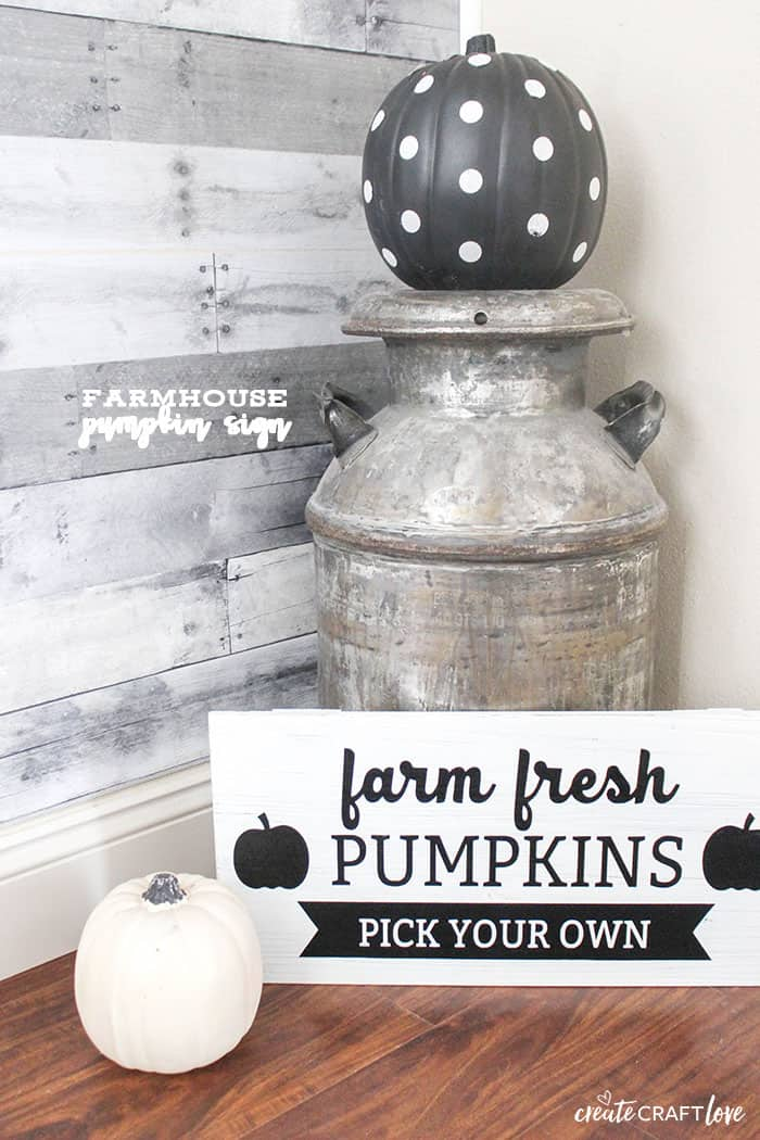 Usher in the change of seasonal decor with this Farmhouse Pumpkin Sign!