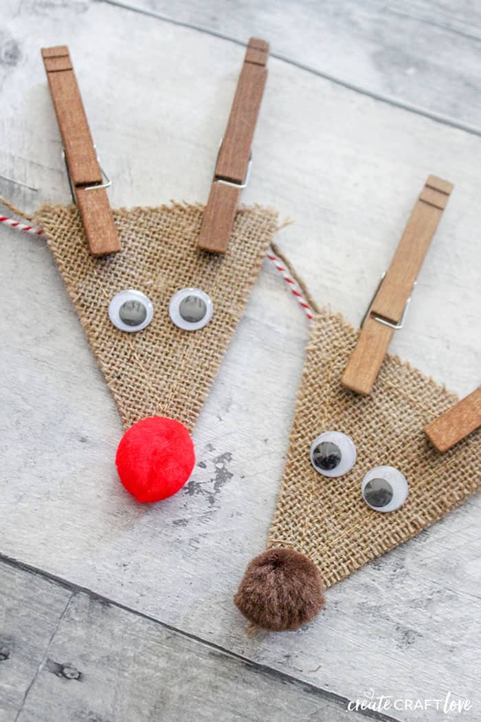 How cute is this Burlap Reindeer Garland?