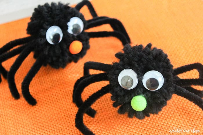 Pom Pom Spiders for Halloween