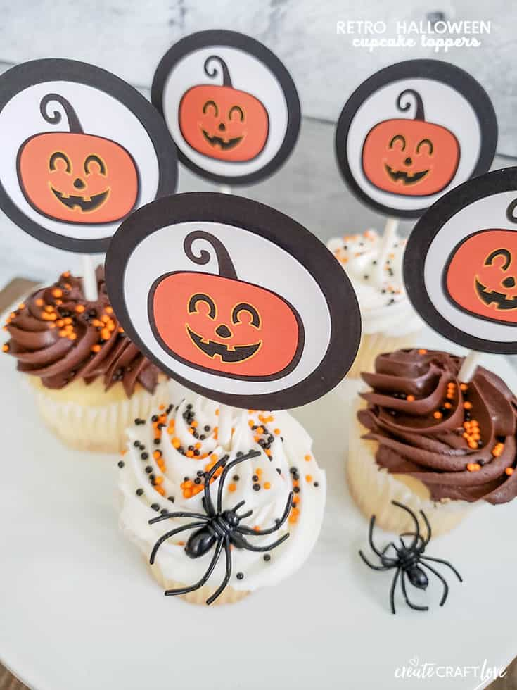 Spice up some plain cupcakes with these Retro Halloween Cupcake Toppers!