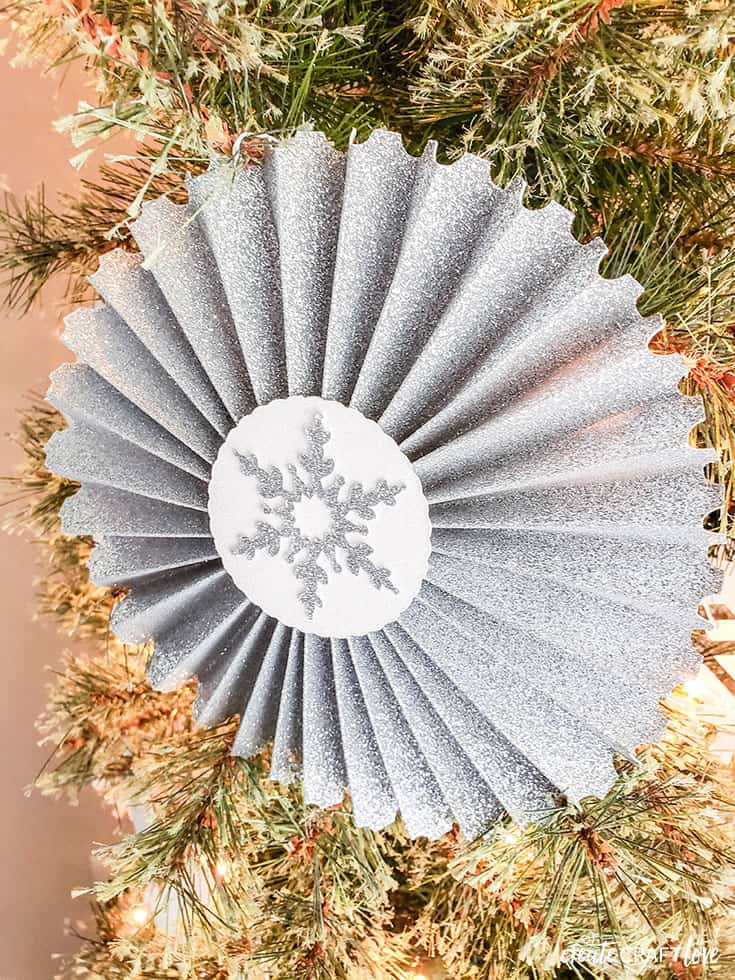 shimmery rosettes for christmas tree with cricut