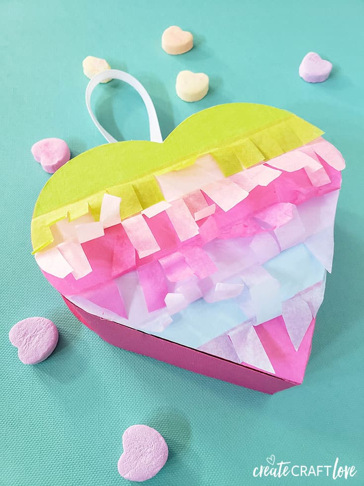 Fun Mini Heart Pinatas #cricut #papercrafts #pinatas #valentinesday #hearts