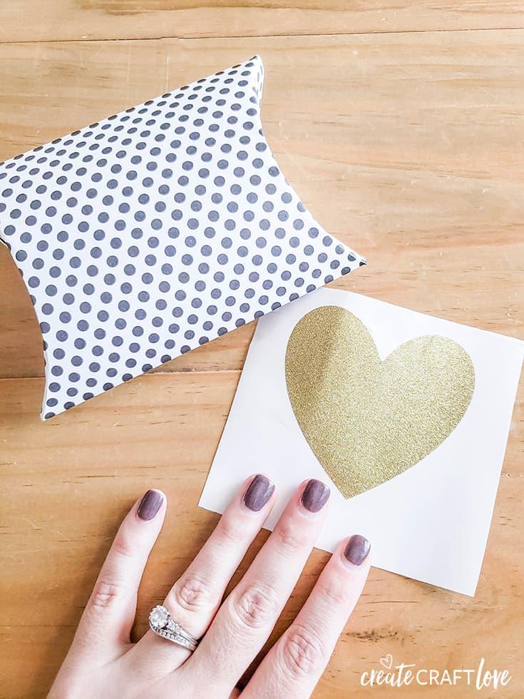 gold heart valentine pillow box