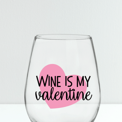 Surprise your best gal pal with this fun Galentine Wine Glass! - FREE SVG File included! #svgfile #cricut #cutfiles #valentinesday