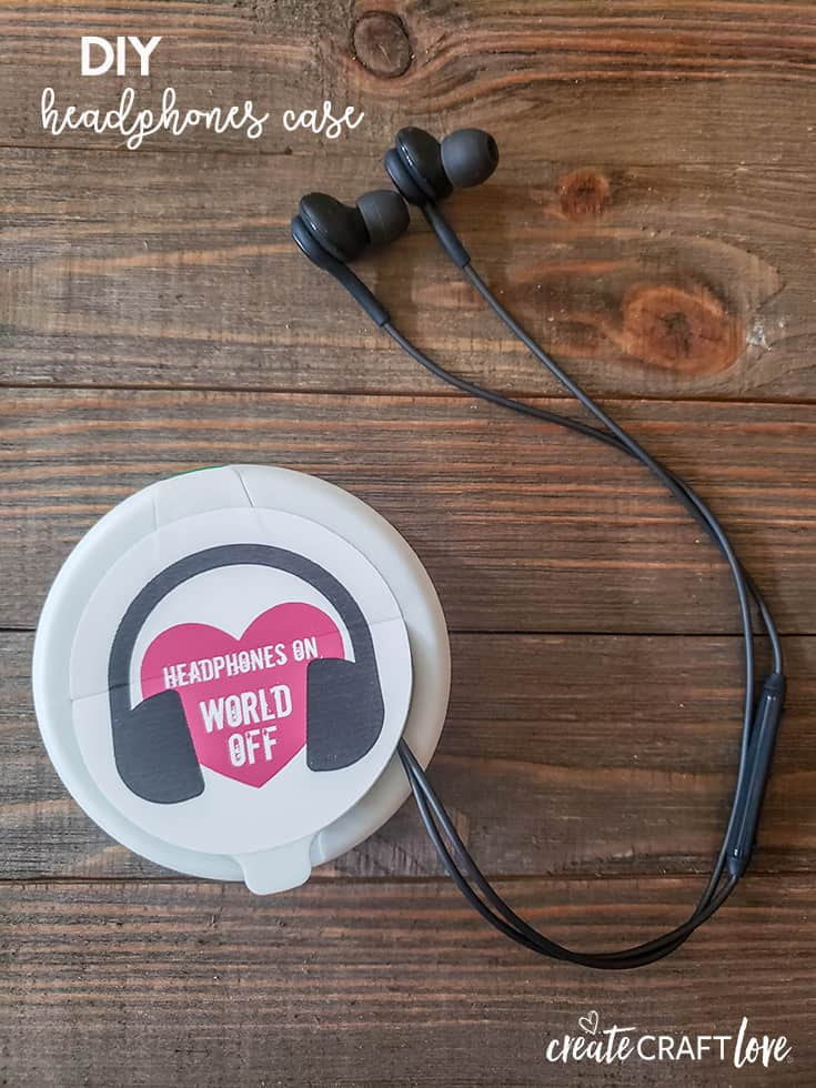 Upcycle an old breath mints box into this DIY Headphones Case to prevent the cords from getting tangled! #createcraftlove #diy #upcycle #printandcutfile