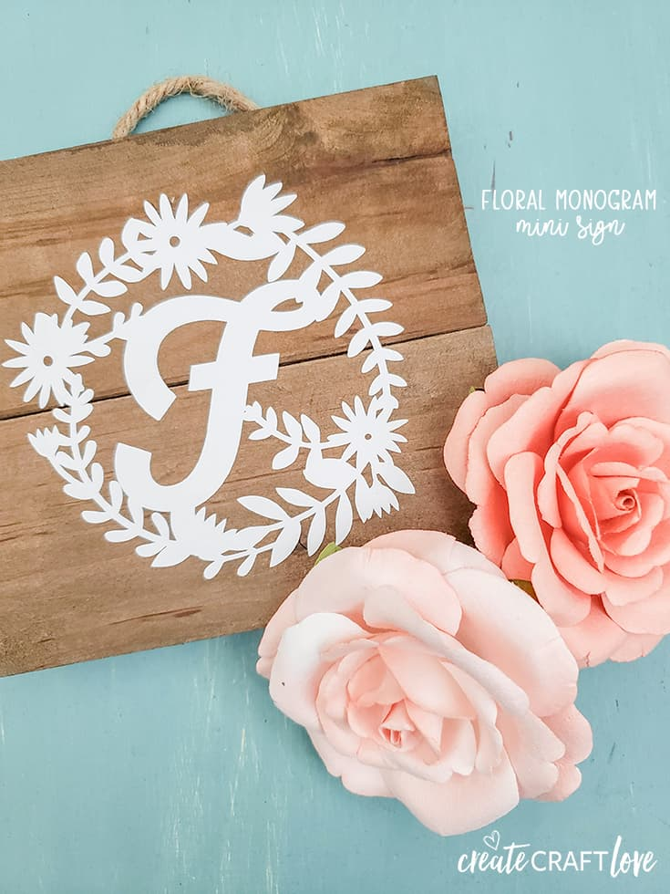 Spruce up your home decor this spring with our Floral Monogram Mini Sign! #farmhouse #farmhousedecor #cricut #monogram #createcraftlove
