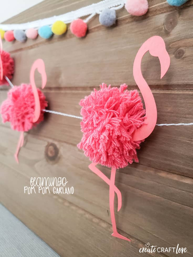 This Flamingo Pom Pom Garland is the perfect addition to your summer pool party! #flamingo #pompom #garland #summer #crafts