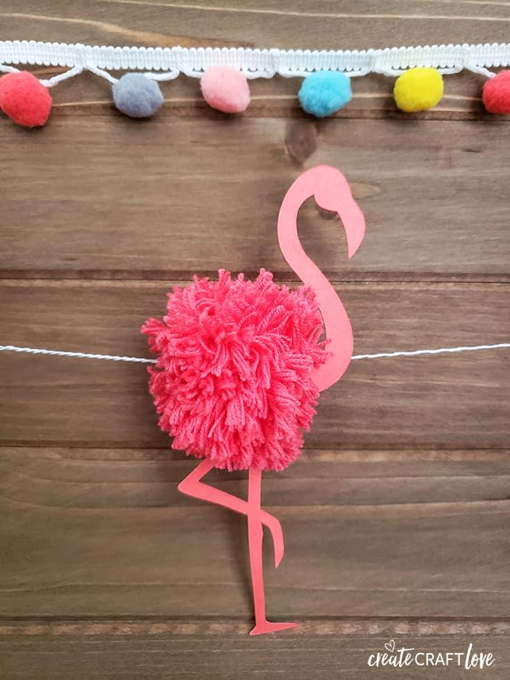 Flamingo Pom Pom Garland #cricut #summer #flamingo #pompom #garland