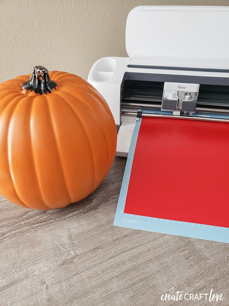 cutting vinyl for pumpkin