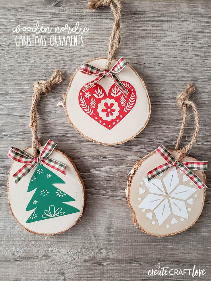 These Nordic Christmas Ornaments have a Scandinavian feel to them! #christmas #christmascrafts #cricut