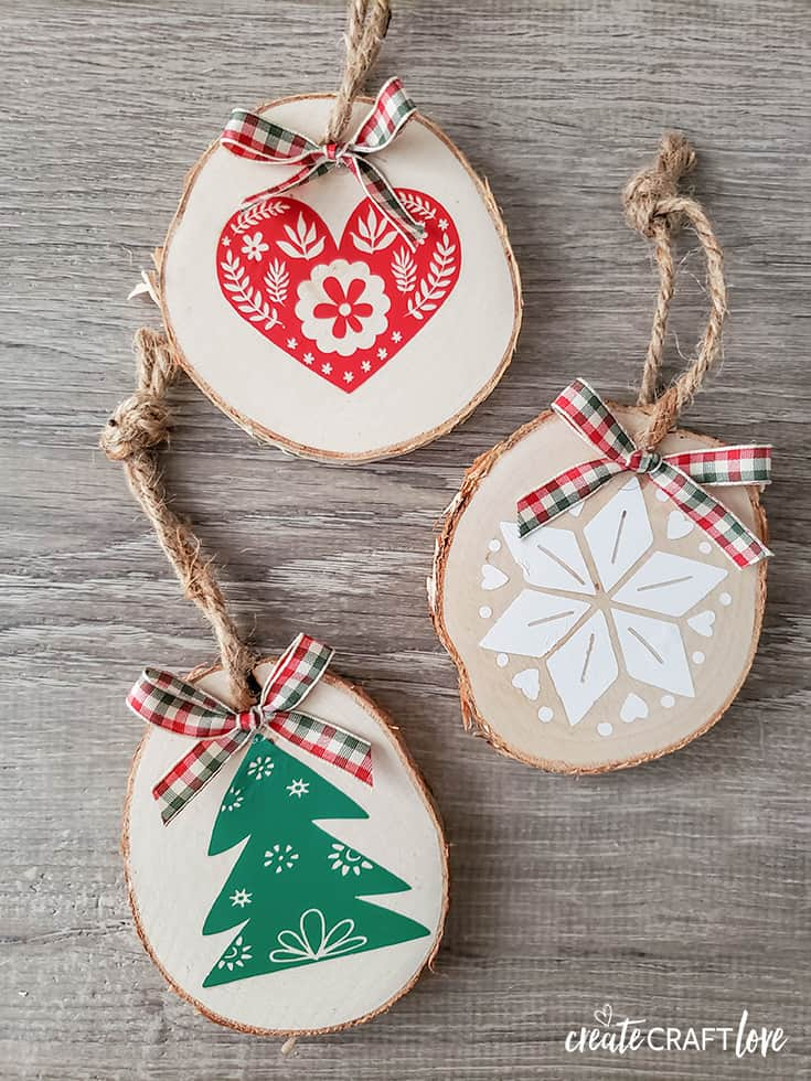 Wooden Nordic Christmas Ornaments #christmas #christmascrafts #cricut